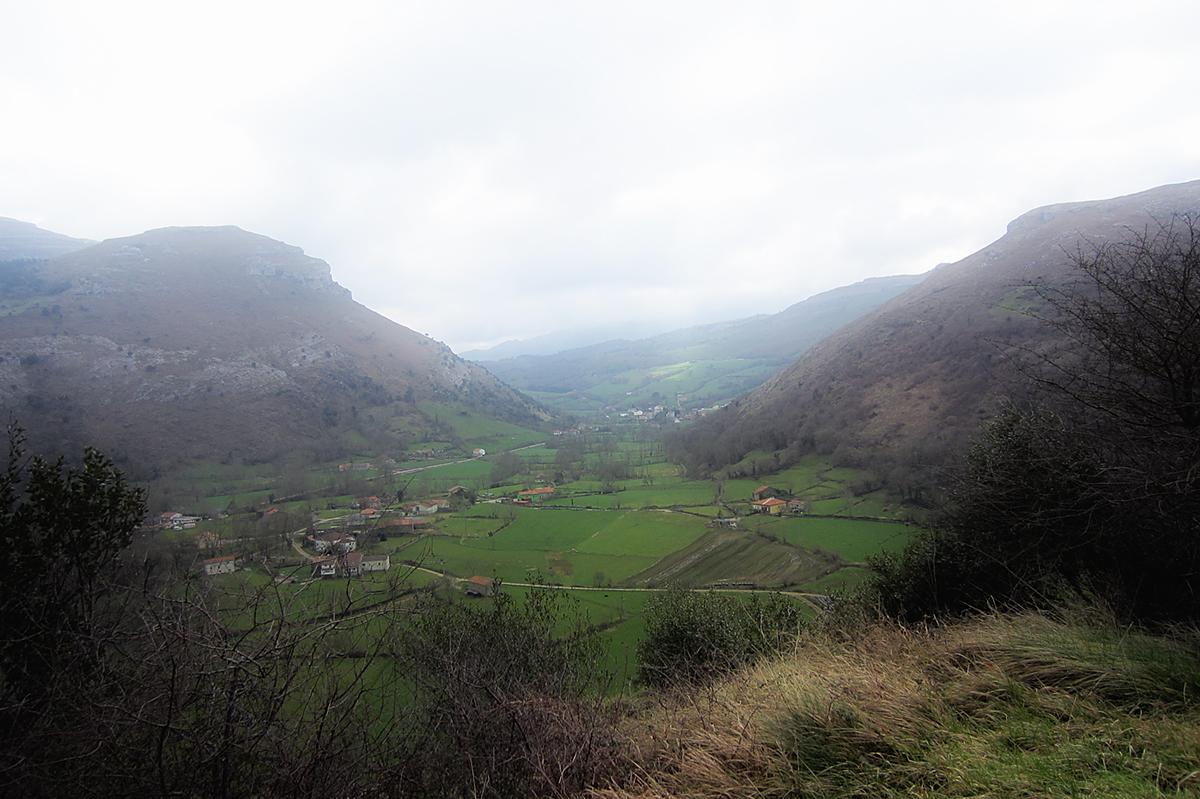 Preciosas vistas del Valle de Ruesga desde Fuente las Varas