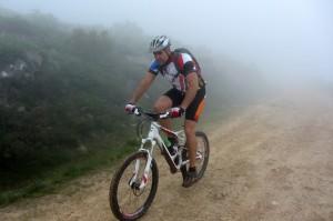 Practicando ciclismo en invierno