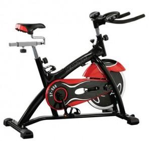 entrenando spinning en el gimnasio
